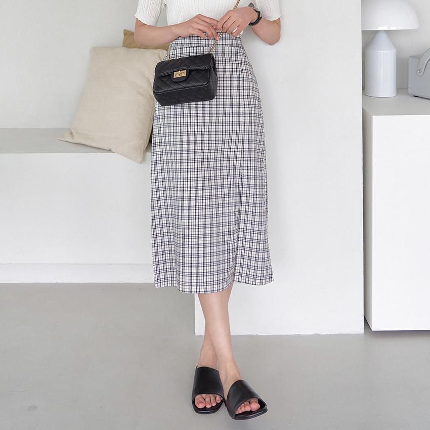 Newt check slit skirt