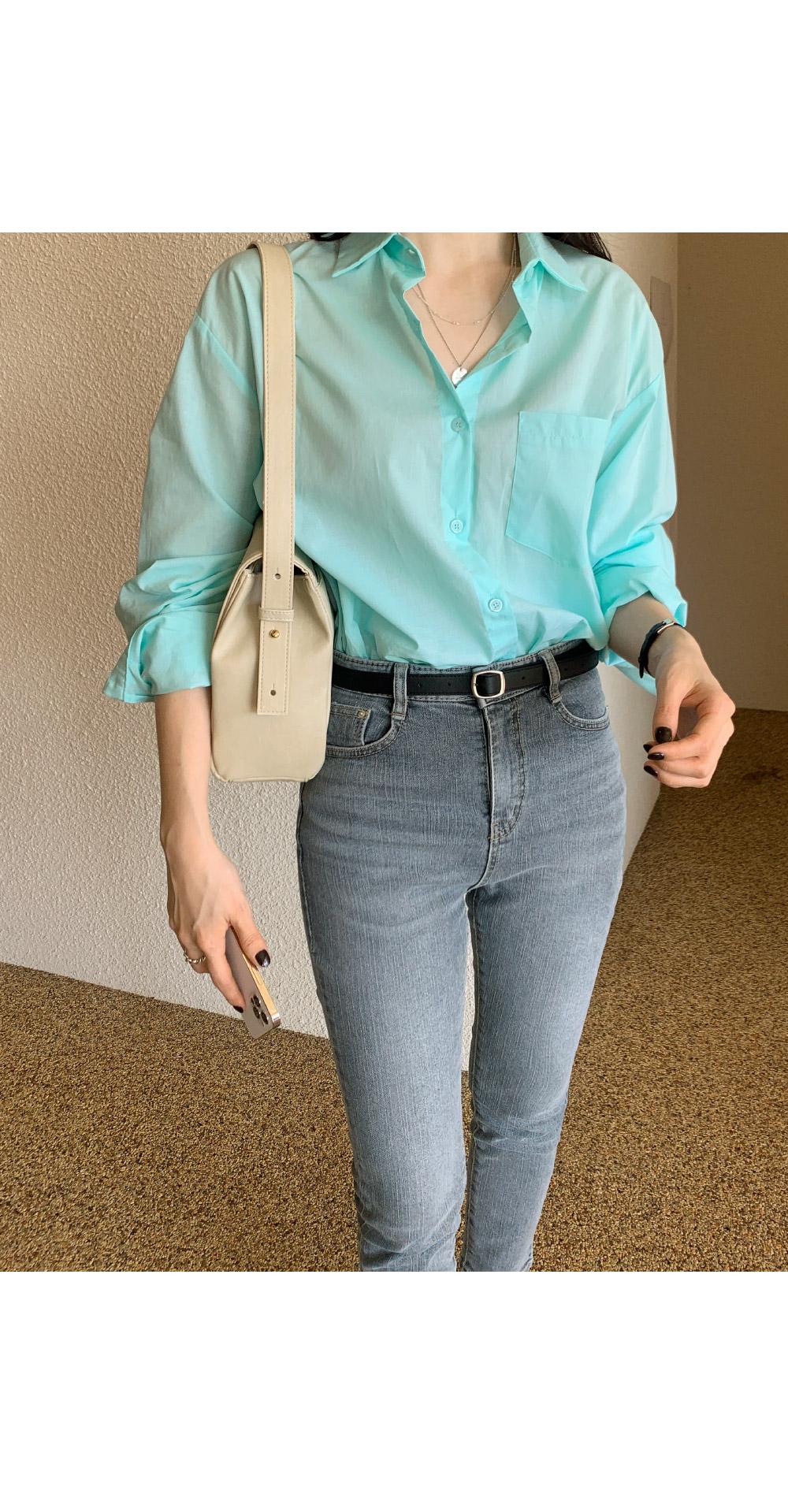 Clock shoulder bag
