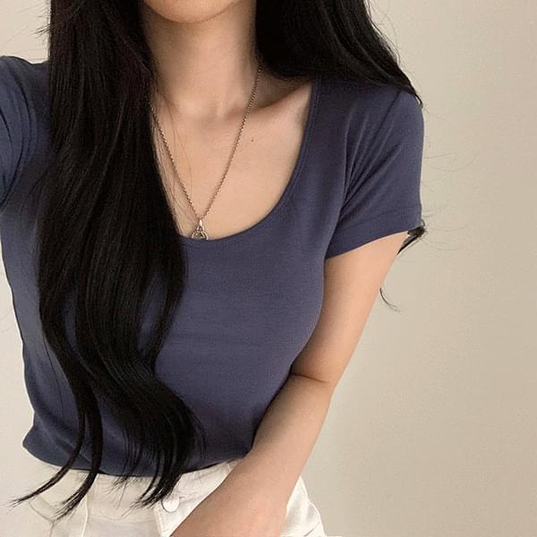 Slim U-neck short-sleeved T-shirt 短袖上衣
