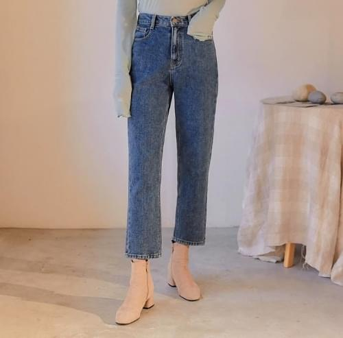 High Waist Straight-Cut Jeans