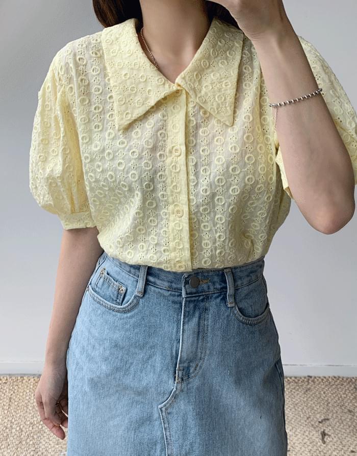 Apt punching blouse
