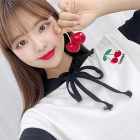 Fruit-embroidered short-sleeved cropped hoodie