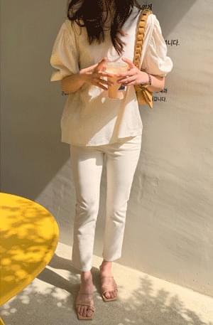 Creamy Banding Sleeve Shirring Blouse