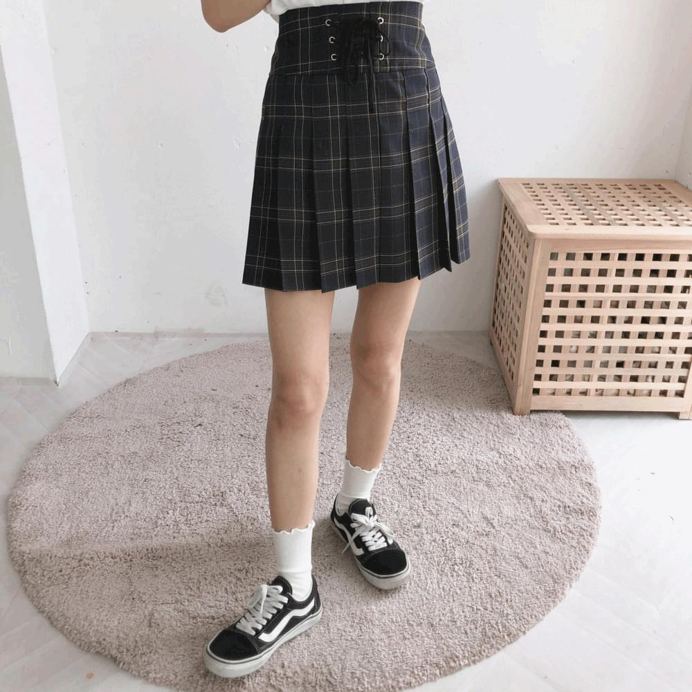 Eyelet check pleated skirt