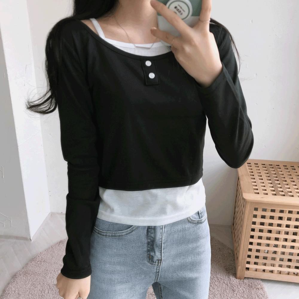 2-button sleeveless layered cropped T-shirt