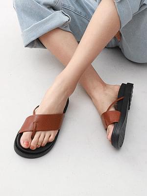 Isshu split-heeled slippers 10741
