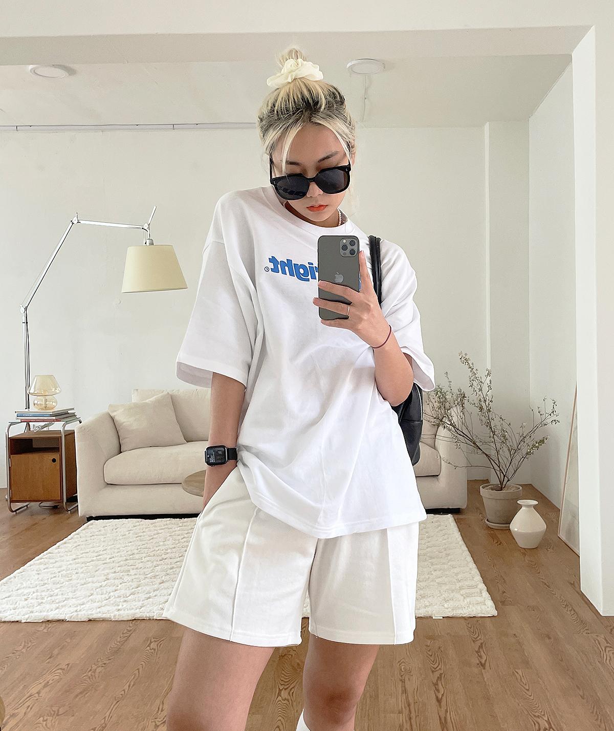 반팔 티셔츠 모델 착용 이미지-S1L2