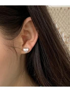 Mini heart pearl earrings
