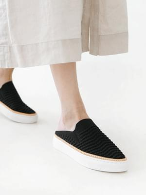 Dandelion Knitwear Leather Slip-on Blower 3cm