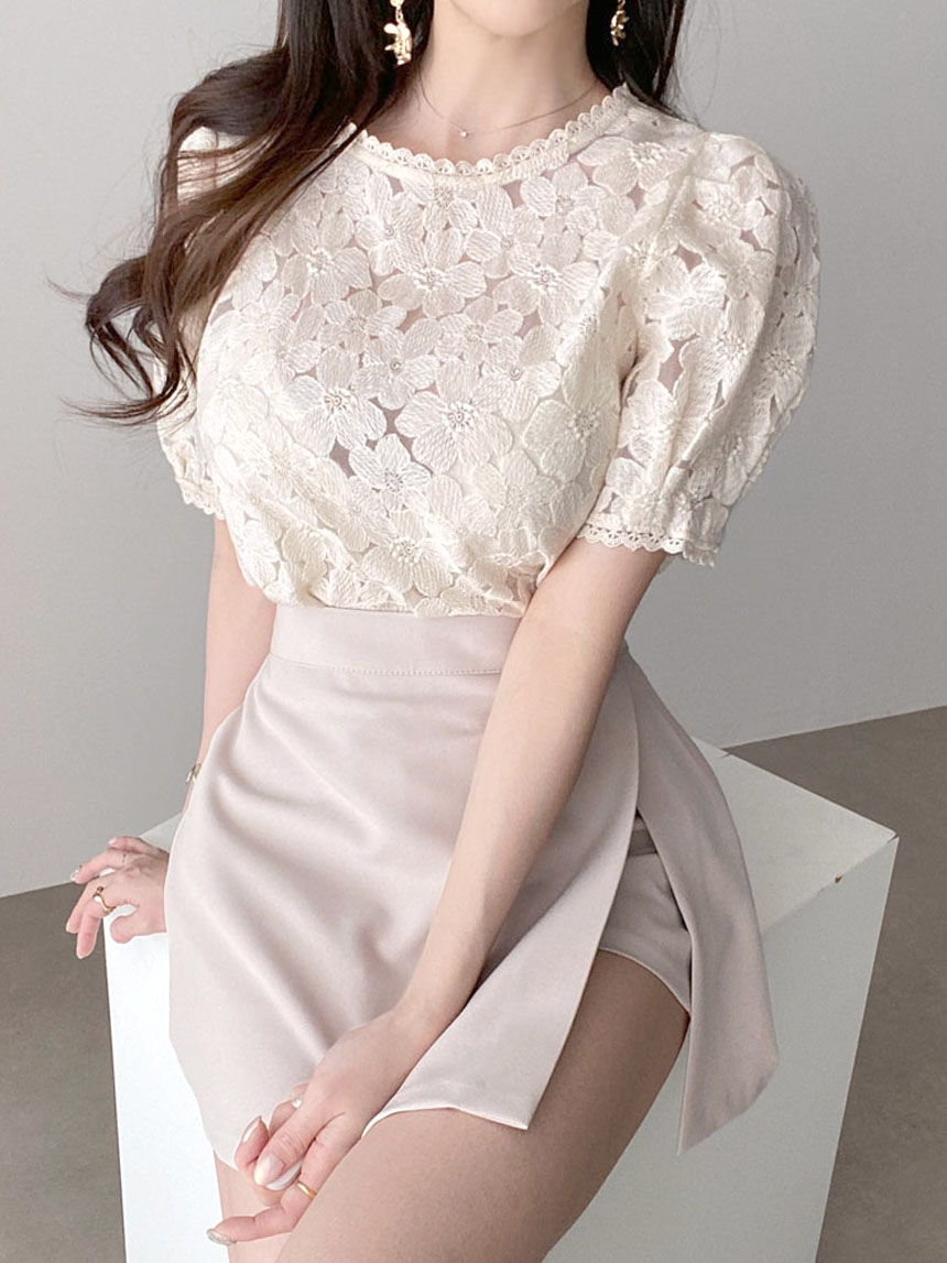 Kanadaran Short Sleeve Puff Embroidery Punching Blouse 2color