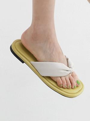 Isshu volume strap low heel chop 9122