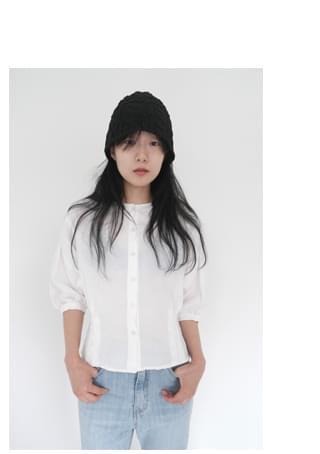 3-dimensional linen blouse