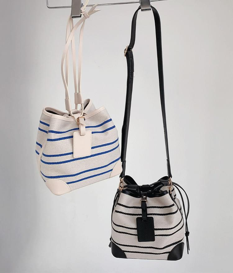 Casual line shoulder bag