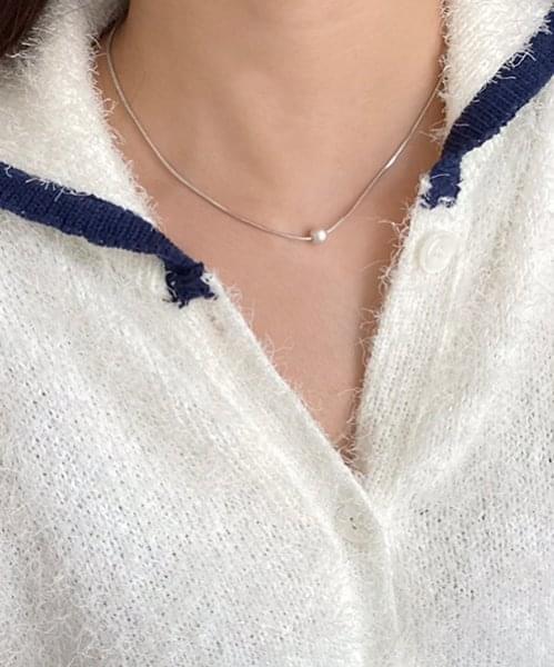 basic ball necklace