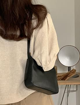 Basic Boat Square Shoulder Bag
