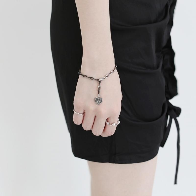 Louis Antique Heart Bracelet