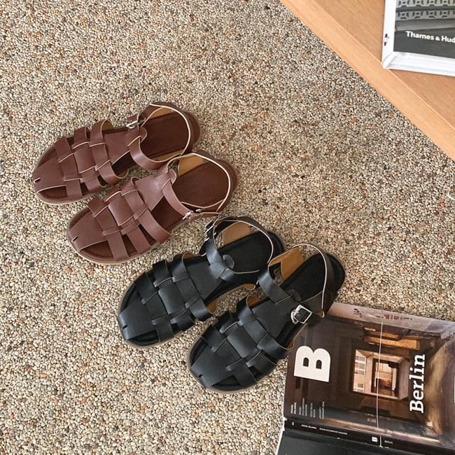Trendy step sandals