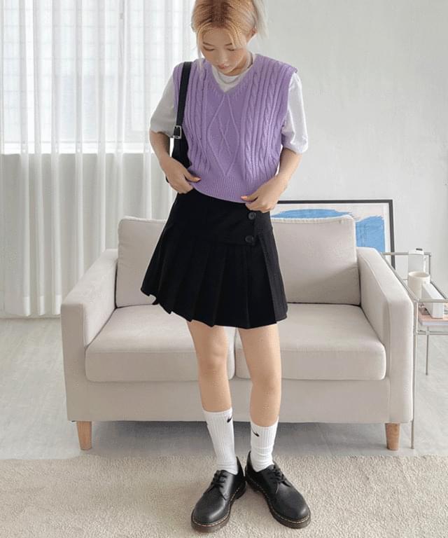 Gellar Twisted Cropped Knitwear Vest