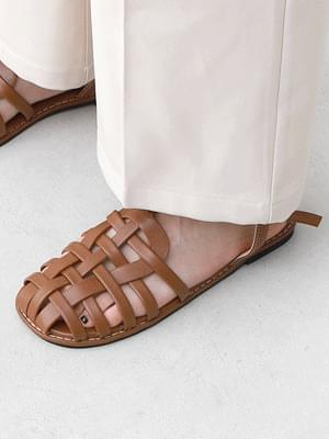 Isshu Glady Twisted Flat Sandal 10965