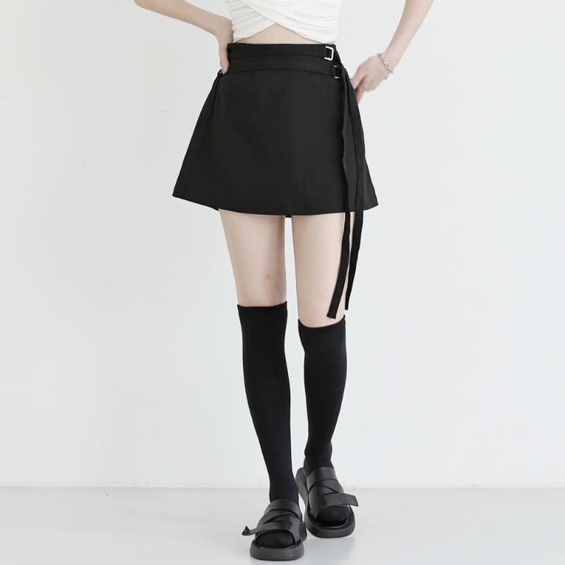 Fiber belted mini skirt