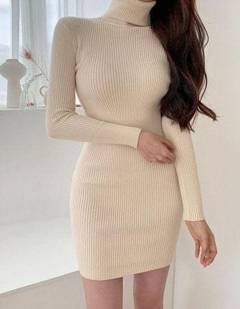 Gisele Turtleneck Knitwear midi Dress