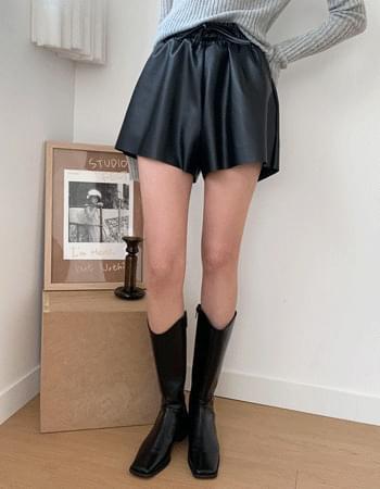 Basic Leather Banding Short Pants