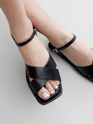 Wide Cross Strap Mary Jane Flat Sandal 9112