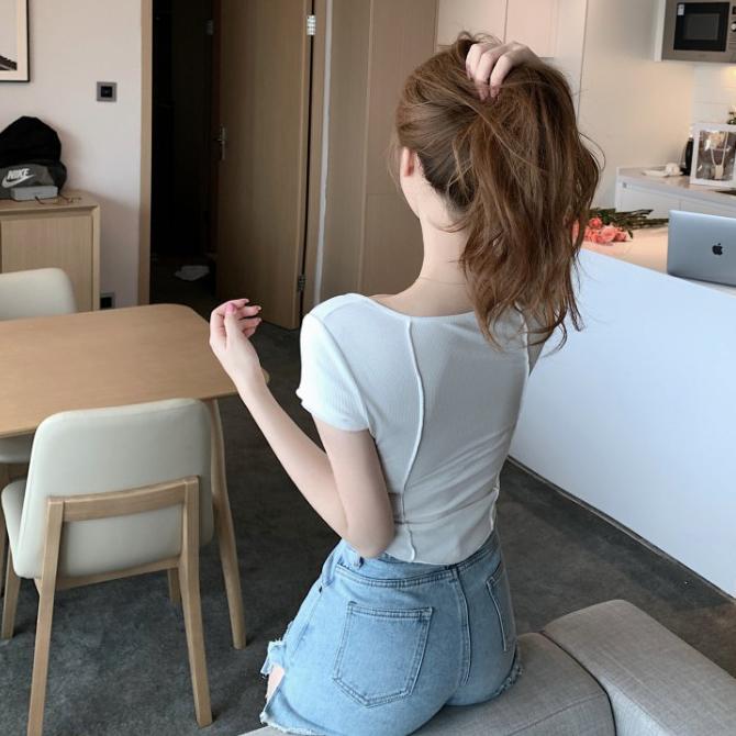 슬림 핏 U 넥 라인 티셔츠