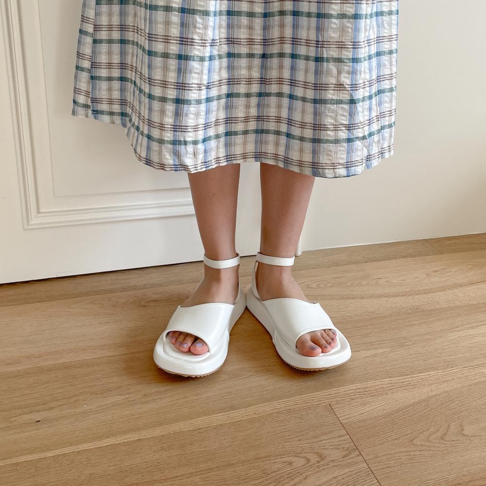 3cm wide heel ankle strap sandals