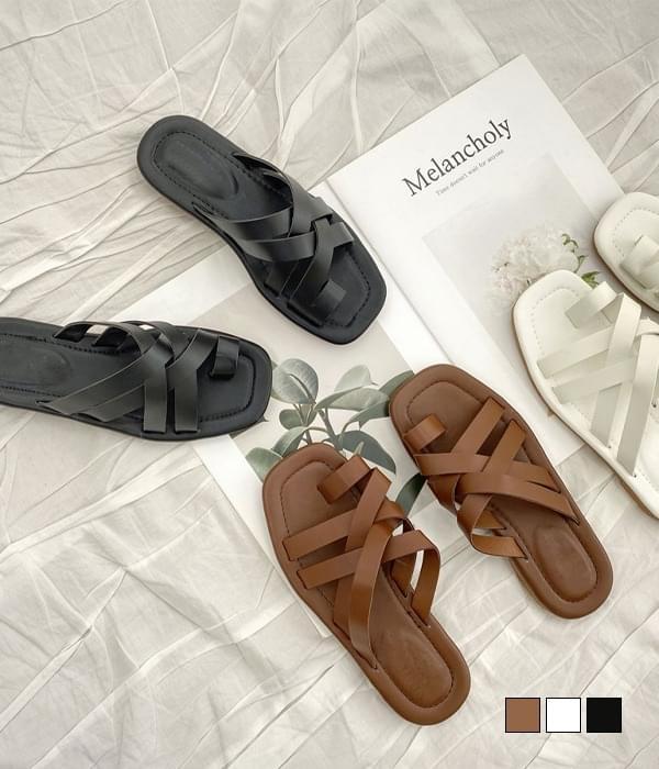 Triple strap slippers