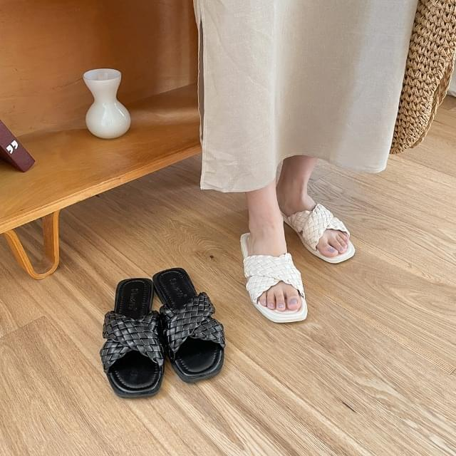 Camille X Cross Kink Slippers
