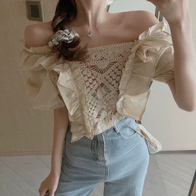 Square neck ruffled knitted blouse