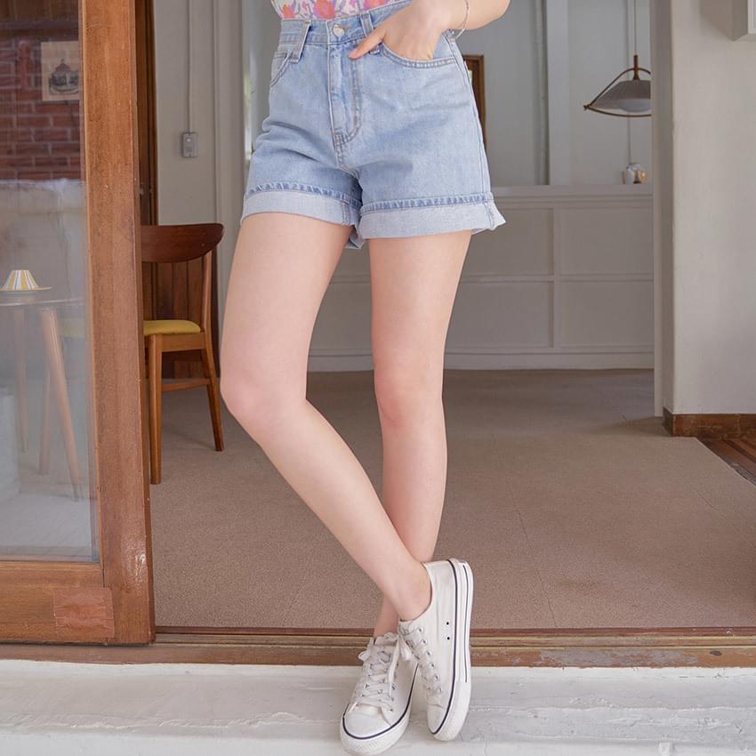 Thin roll-up half-denim trousers