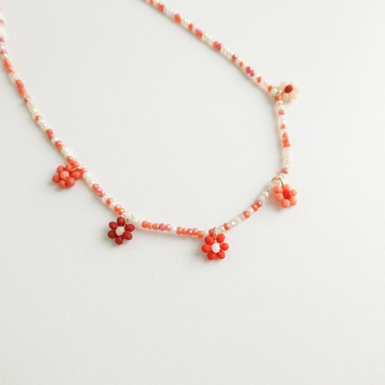 Flower bead color necklace