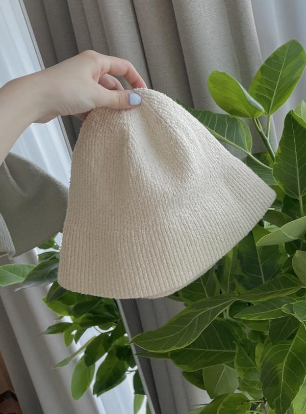 Knitting bunge hat