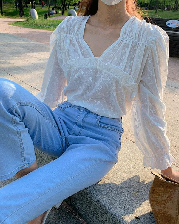 #Any place Eli frill puff blouse