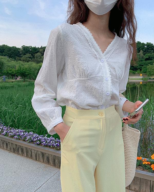 韓國空運 - #Any place Delo V-Neck lace blouse 襯衫