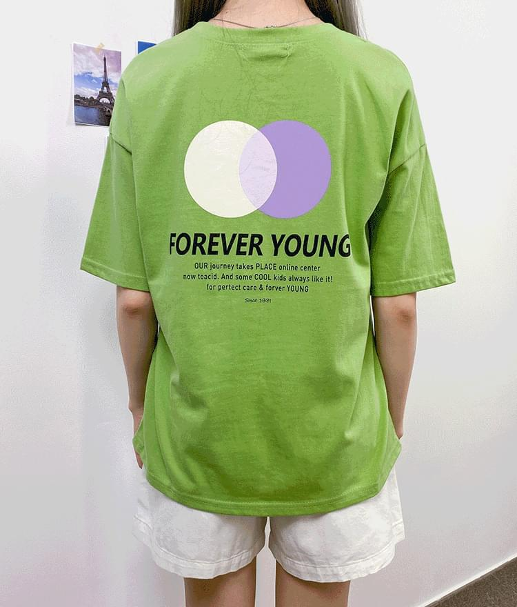 FOREVER YOUNG Print T-Shirt