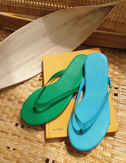 Simple color flip flops