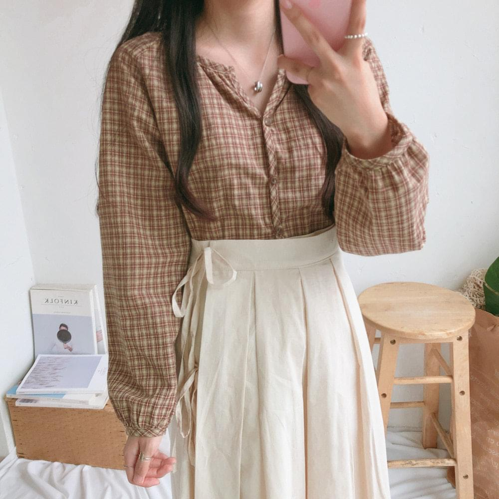 Pi Y-neck check blouse