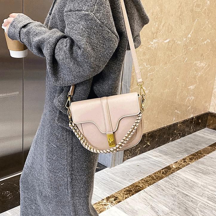 Sally Vandal Chain Shoulder Bag