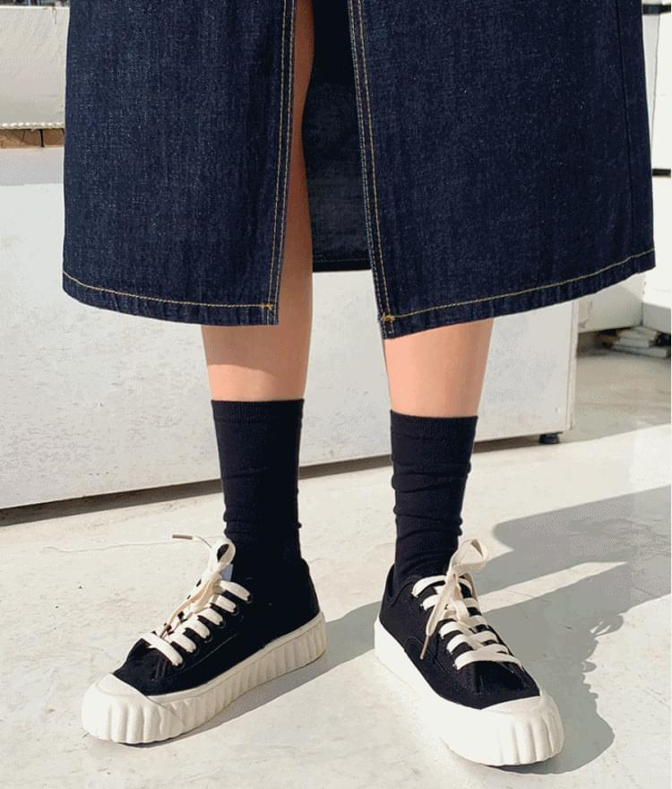 Thick Ribbed Sole Sneakers