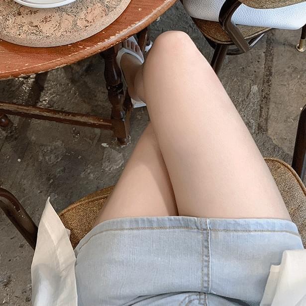 Leggy mini skirt pants