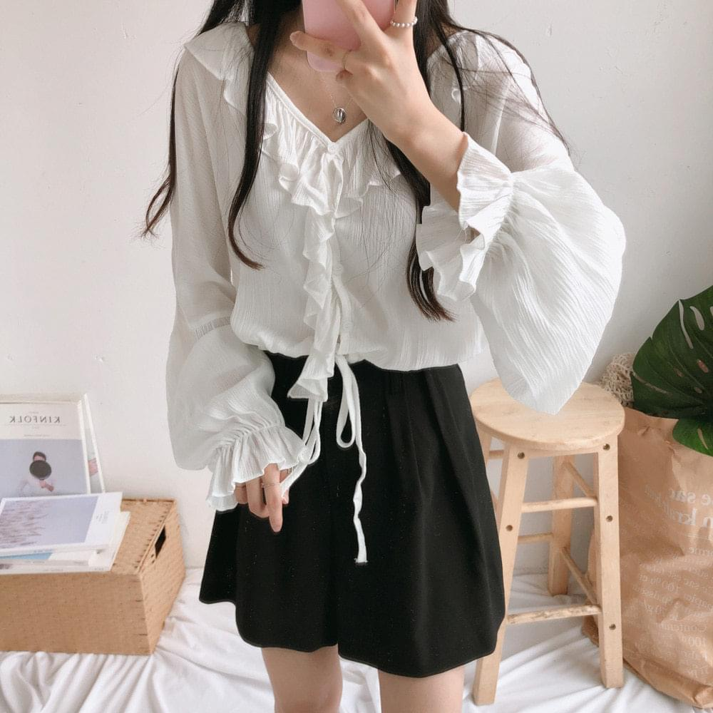 Butter crop Y frill blouse