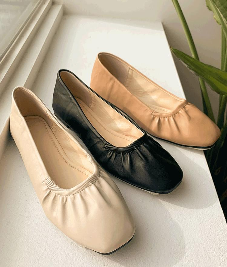 ESSAYSolid Color Leatherette Flats