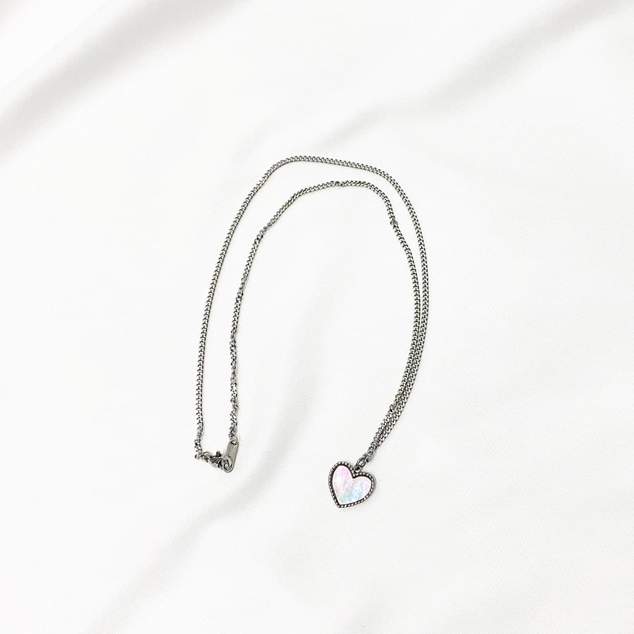Of pearl heart necklace