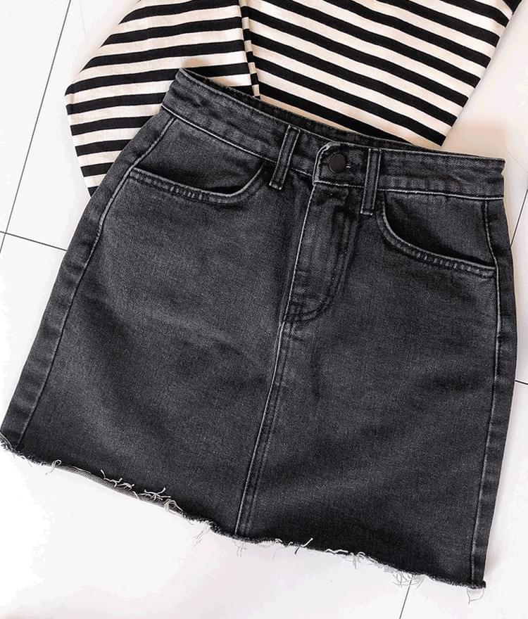 Frayed Hem Black Denim Skirt