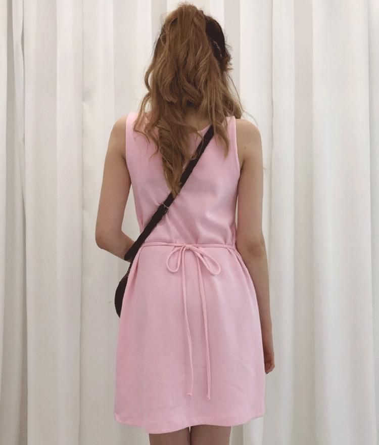 SEANLIPWaist Strap Chain Detail Dress