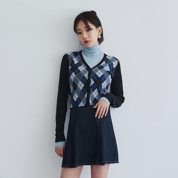 Argyle V-neck cardigan