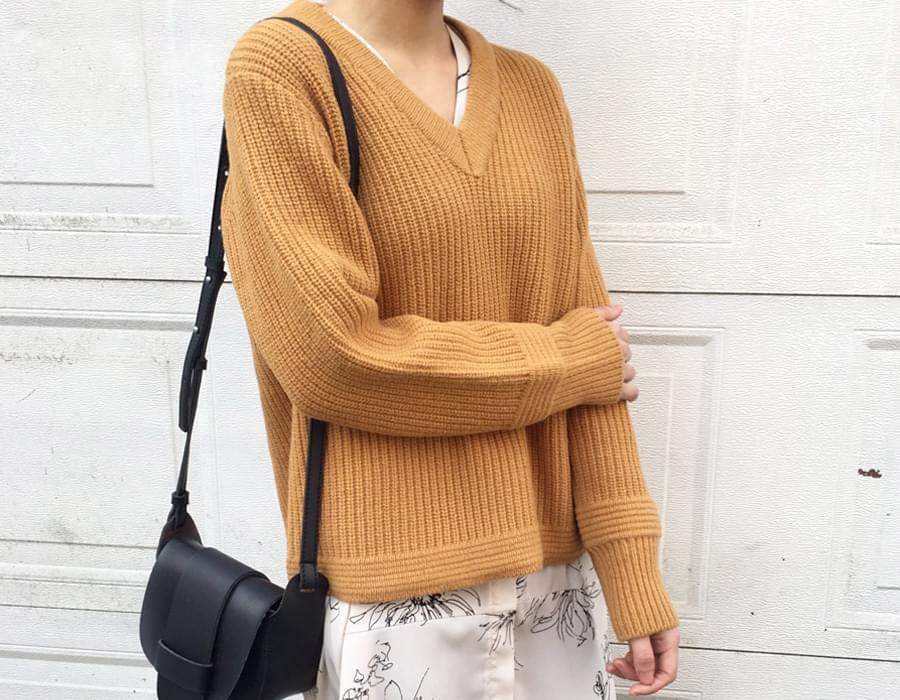 Cream v-neck wool knit_K